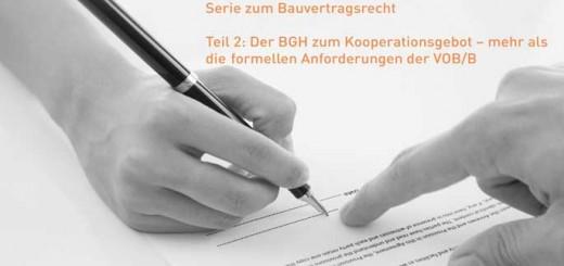 Zwei Menschen bei der Vertragsunterzeichnung