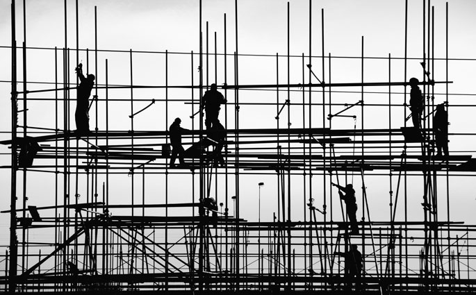 Bauarbeiter auf Baugerüst